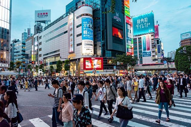 Intersextion tokyo neon crowded